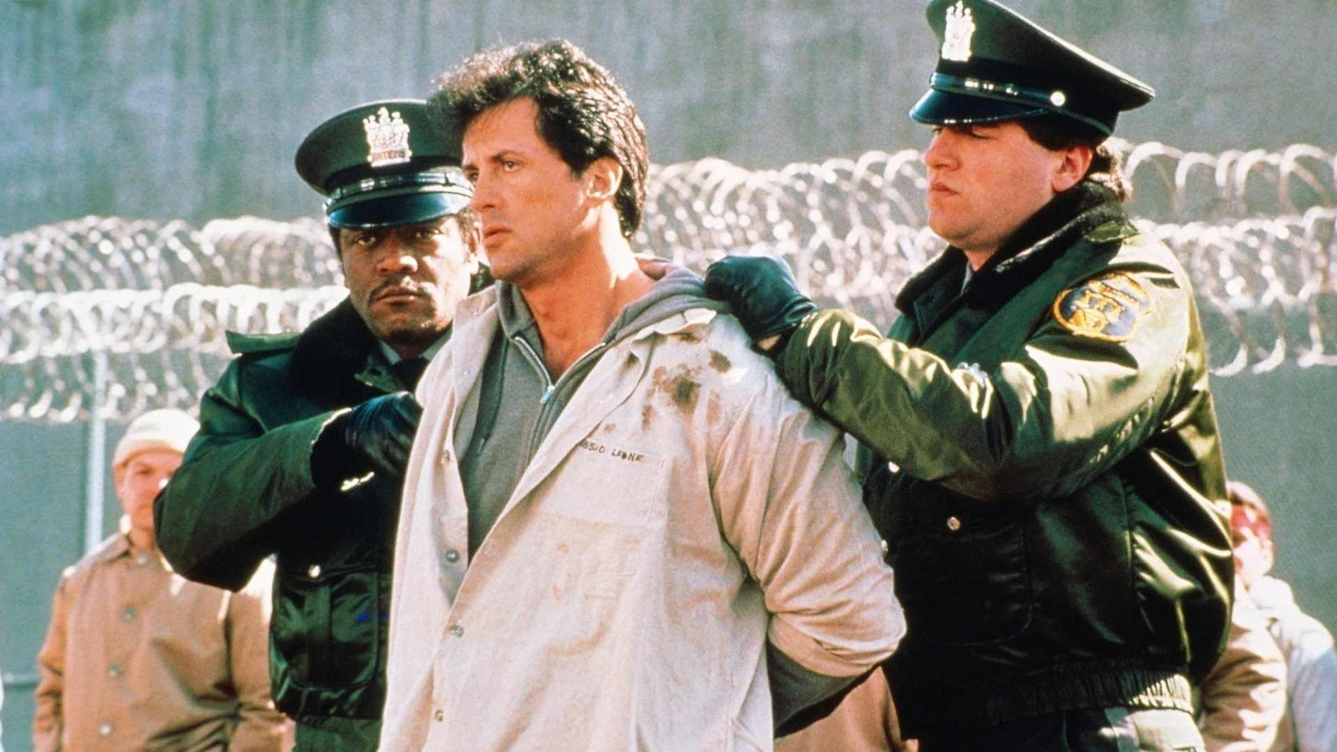 """Sylvester Stallone mischt den Knast in """"Lock Up"""" ordentlich auf"""