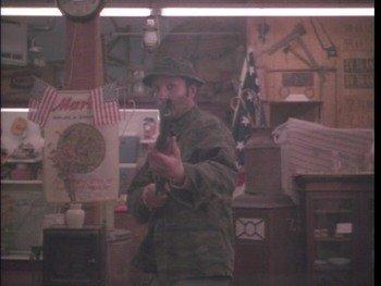 Frank Stallone in einem erbitterten Kampf in BLACK SCORPION (1988)